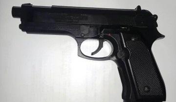 d a a a a a pistola de plastico