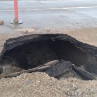 #Ensenada: El socavón que sorprendió en la carretera por Maneadero